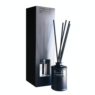 French Pear Reed Diffuser Black - Image 1