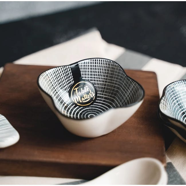 Table Matters Scattered Lines Saucer (2 Sizes) - 3
