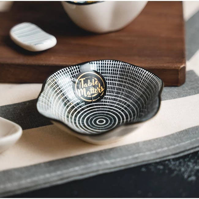 Table Matters Scattered Lines Saucer (2 Sizes) - 2