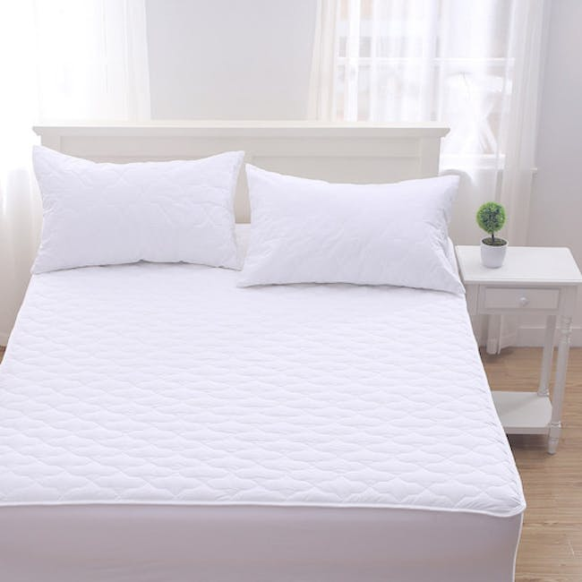 EVERYDAY Quilted Pillow Protector - 3