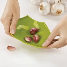 Scroll Garlic Peeler - Red