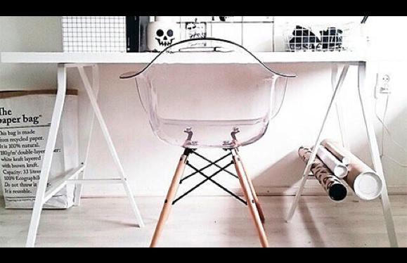 Beautiful DAW Chair   Clear