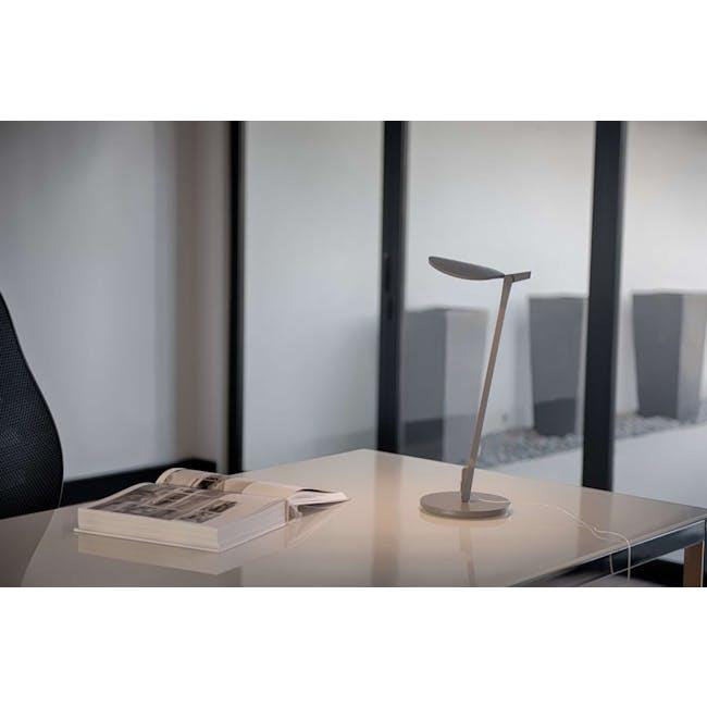 Koncept Splitty Desk Lamp - Soft Warm Silver - 1