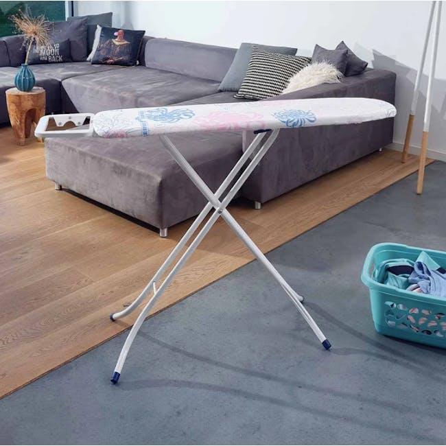 Leifheit Classic Ironing Board (2 Sizes) - 3
