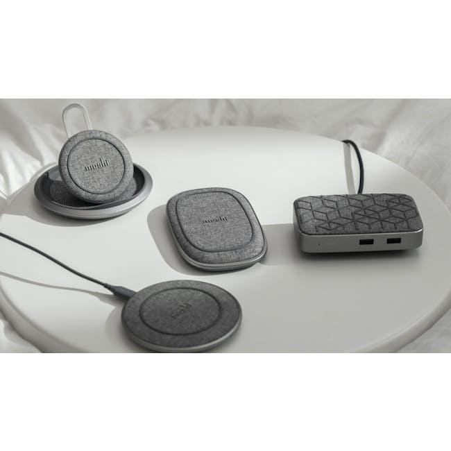 Moshi Lounge Q Wireless Charging Stand - 3