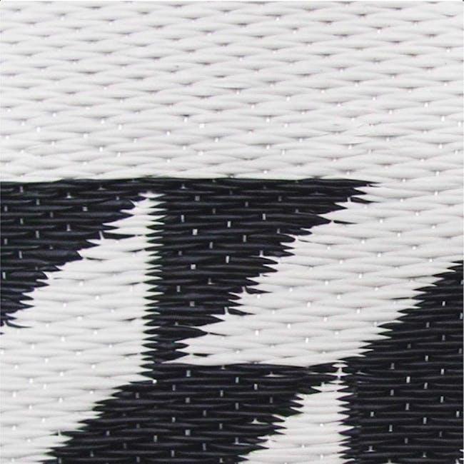 Katve Medium Reversible Mat 2.4m x 1.5m - Black/White - 1