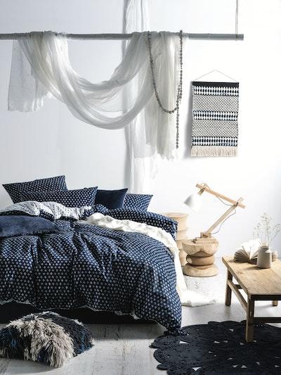 (Queen) Oki 4-Pc Bedding Set - Image 2