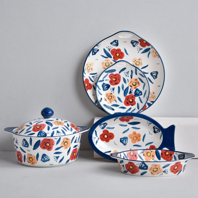 Table Matters Poppy Blossom Hand Painted Round Plate with handles - 1