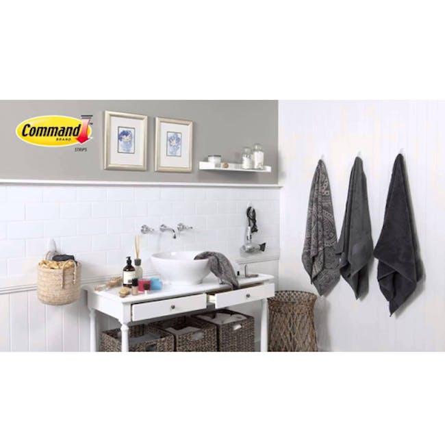 Command™ Bath Hook (2 Sizes) - 1