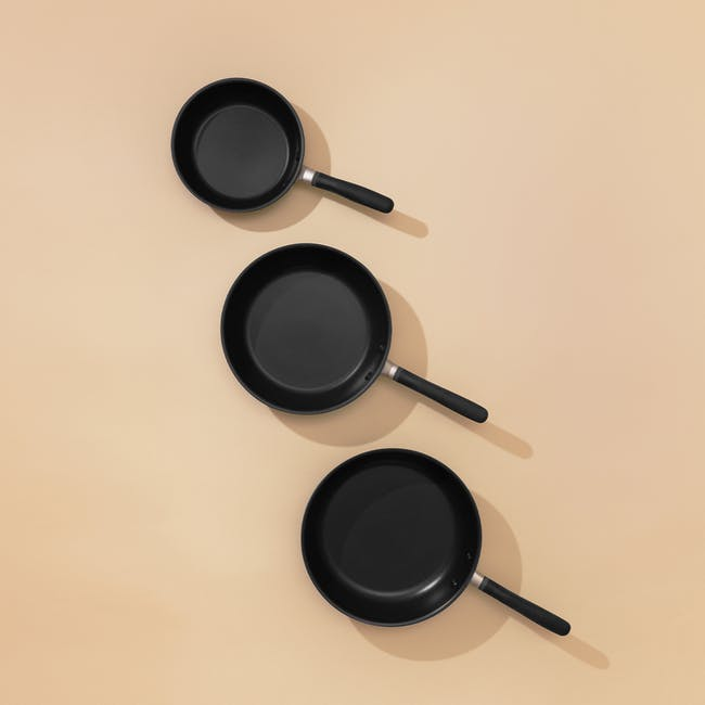 Meyer Accent Series Ultra-Durable Nonstick 26cm Frypan With Lid - 7