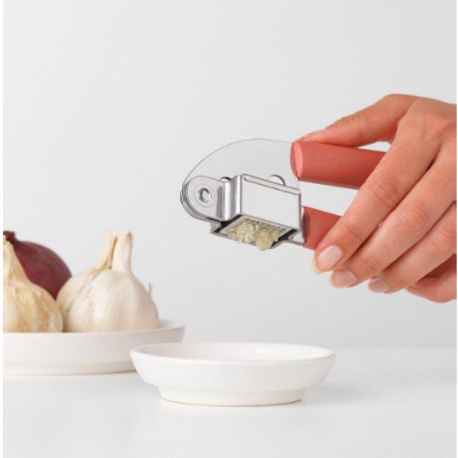 Tasty+ Garlic Press - Terracotta Pink - 1