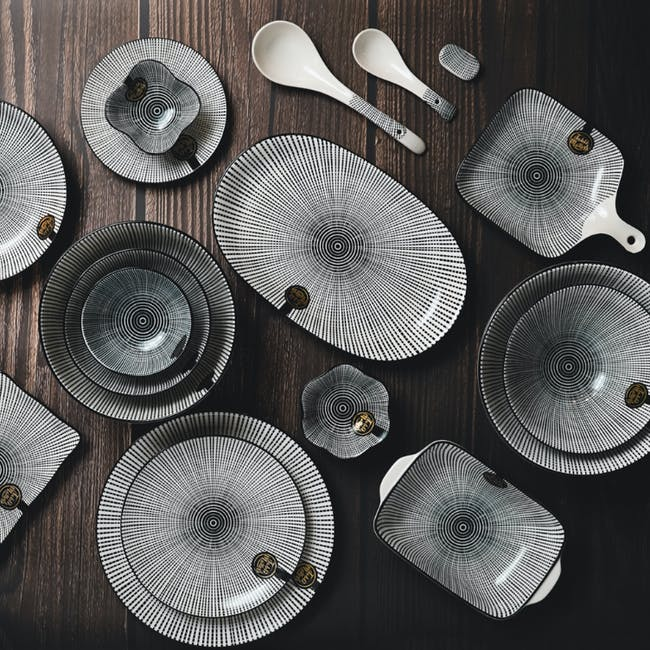 Table Matters Scattered Lines Coupe Plate - 4