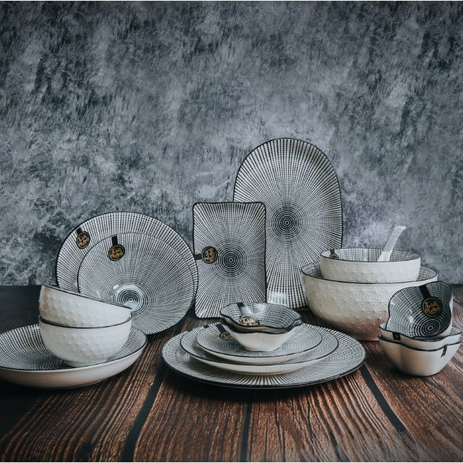 Table Matters Scattered Lines Coupe Plate - 3
