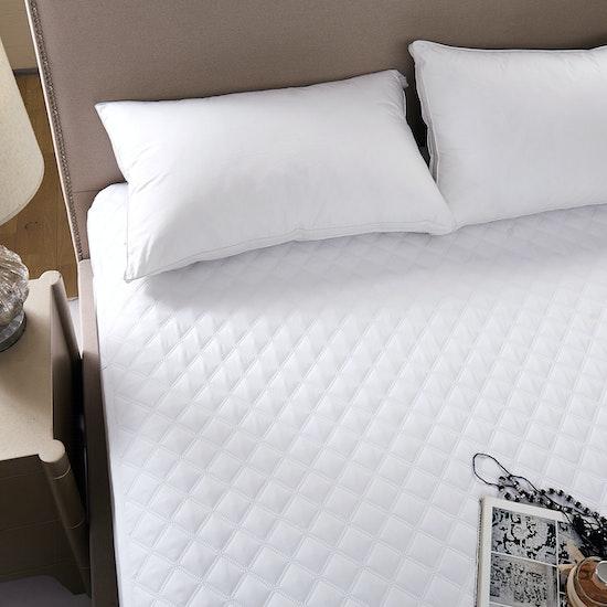 (Queen) EVERYDAY Waterproof Mattress Protector, Bedding by ...