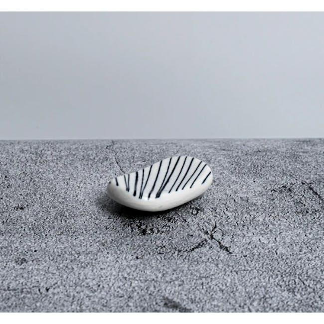 Table Matters Blue Illusion Chopstick Rest - 1