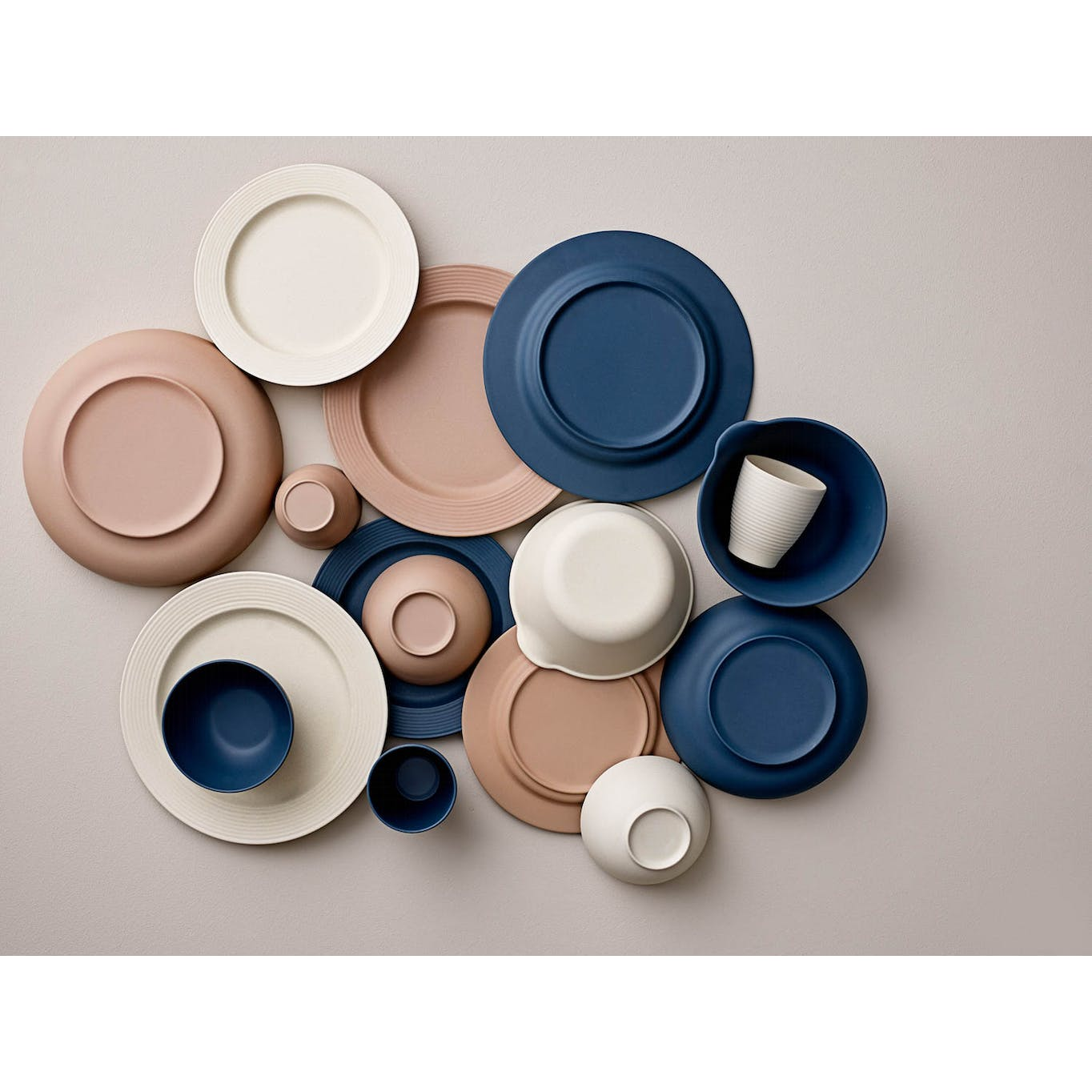 Dinnerware in 3 different colours