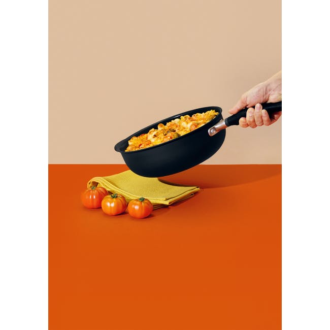 Meyer Accent Series Ultra-Durable Nonstick 26cm Chef's Pan With Lid - 3